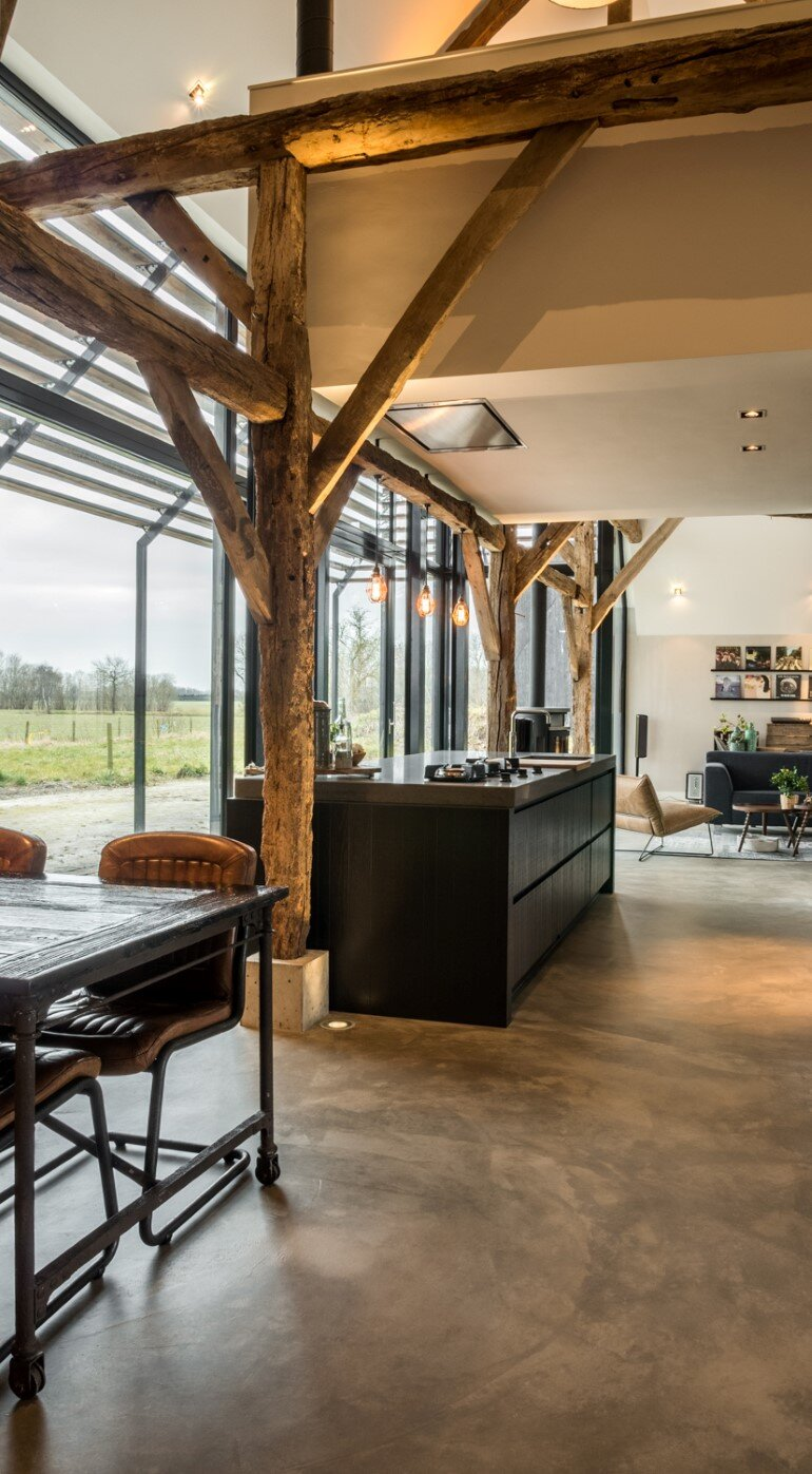 Old Dutch Farm Renovated with Preservation of Ancient Wooden Trusses (14)