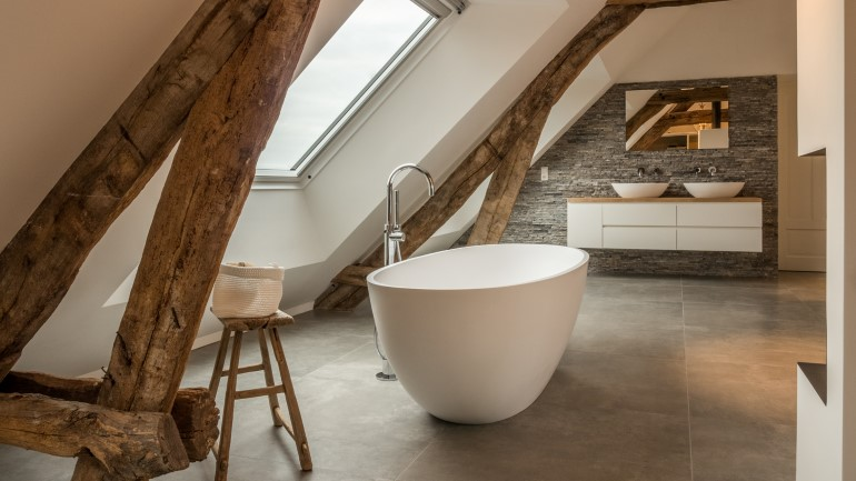 Old Dutch Farm Renovated with Preservation of Ancient Wooden Trusses (19)
