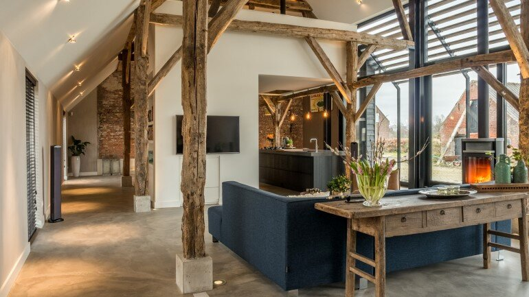 Old Dutch Farm Renovated with Preservation of Ancient Wooden Trusses (6)
