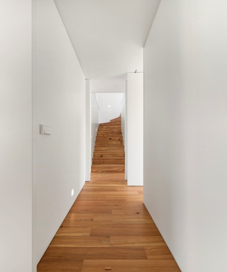 Refurbishment of a Semi-Detached House in Restelo Neighbourhood, in Lisbon (10)