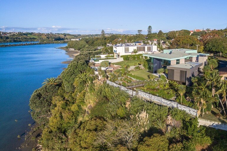 Spectacular Clifftop House in Auckland by Xsite Architects (22)