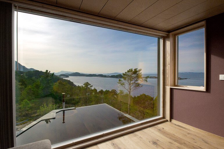 Straumsnes Holiday Cabin - Views Over a Norwegian Fjord 6