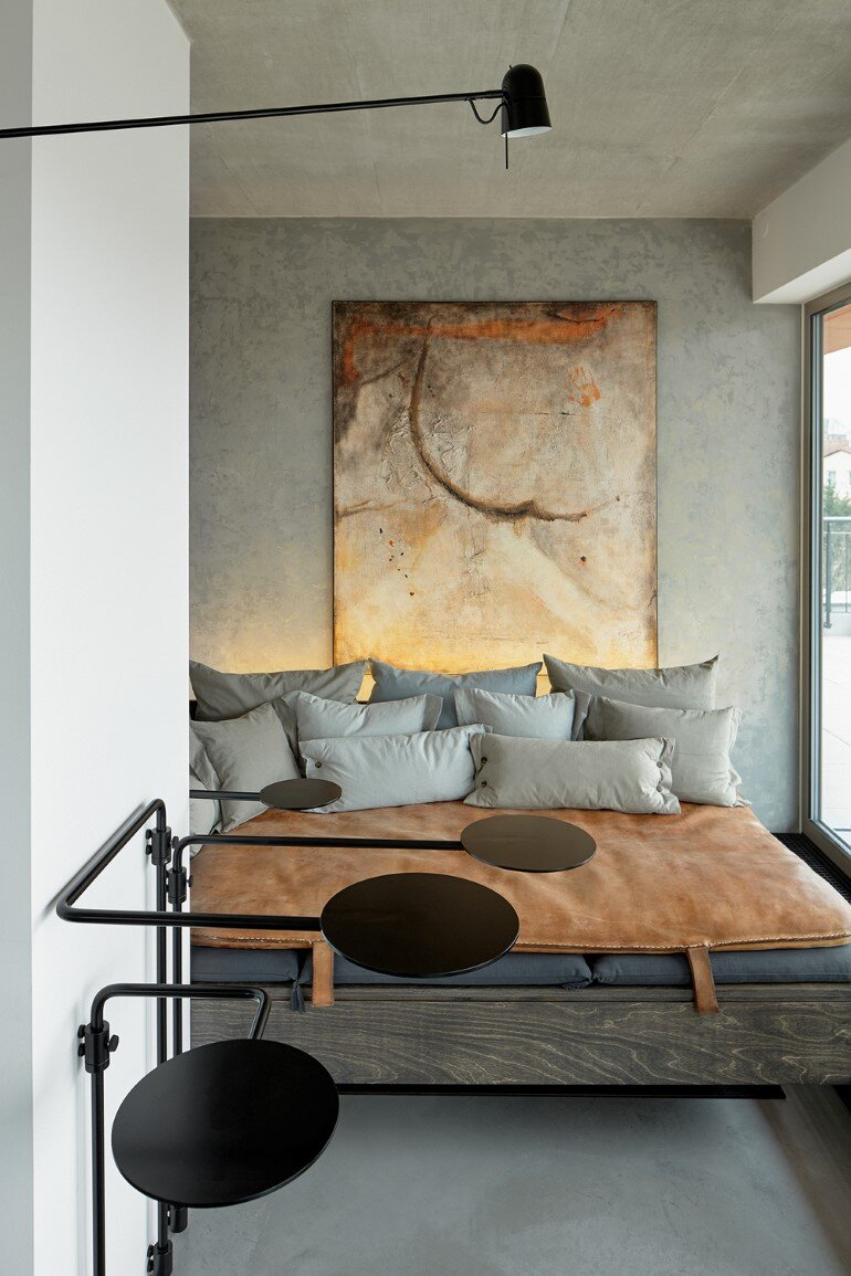 The Loft Hrebenky Combines Rawness and Plenty of Tailor-Made Pieces (4)