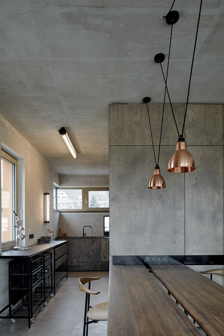 The Loft Hrebenky Combines Rawness and Plenty of Tailor-Made Pieces (7)