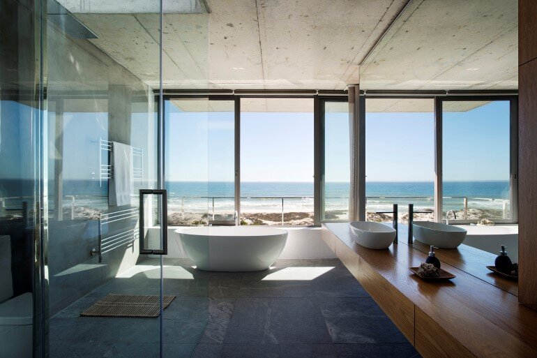 The Pearl Bay House is Modern, Minimal and Maximises the Sensational Ocean Views (11)