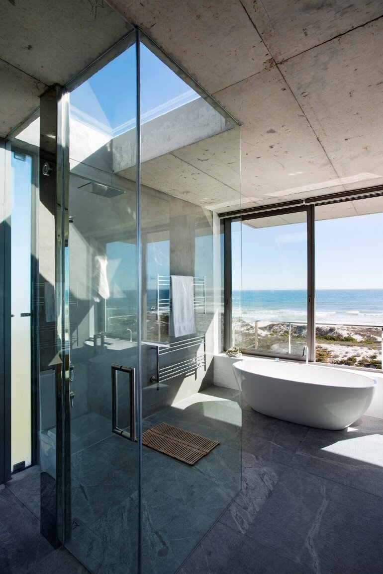 The Pearl Bay House is Modern, Minimal and Maximises the Sensational Ocean Views (12)