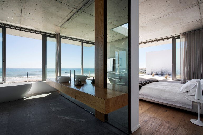 The Pearl Bay House is Modern, Minimal and Maximises the Sensational Ocean Views (13)