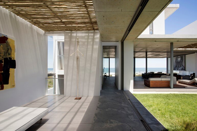 The Pearl Bay House is Modern, Minimal and Maximises the Sensational Ocean Views (17)