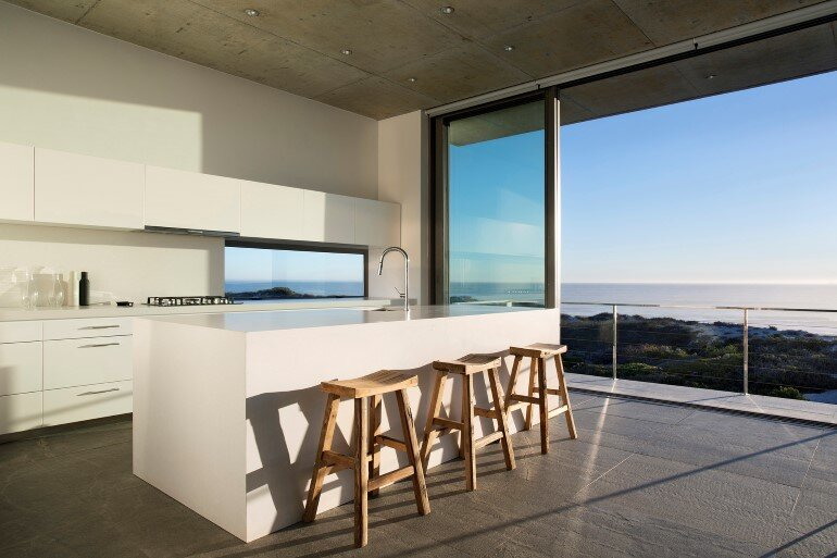 The Pearl Bay House is Modern, Minimal and Maximises the Sensational Ocean Views (3)