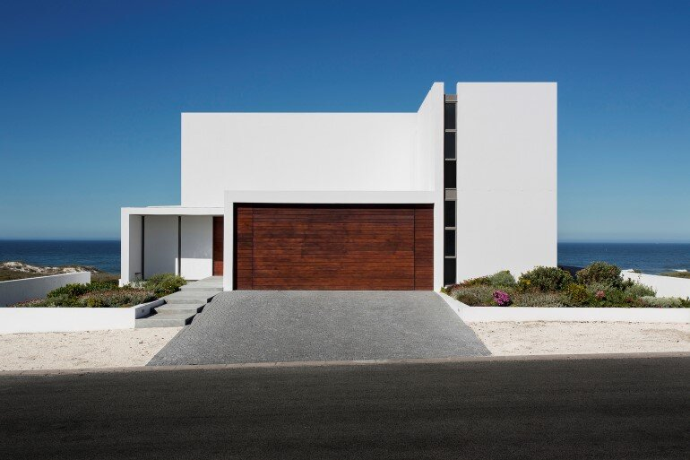 The Pearl Bay House is Modern, Minimal and Maximises the Sensational Ocean Views (5)
