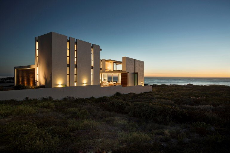 The Pearl Bay House is Modern, Minimal and Maximises the Sensational Ocean Views (6)