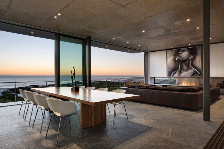 The Pearl Bay House is Modern, Minimal and Maximises the Sensational Ocean Views (7)