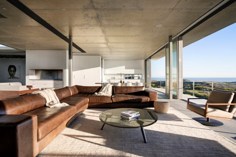 The Pearl Bay House is Modern, Minimal and Maximises the Sensational Ocean Views (9)