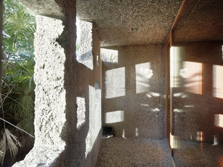 This House is Like an Archaic Stone Block in Middle of the Forest (16)