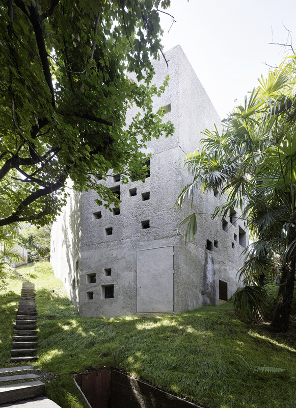 This House is Like an Archaic Stone Block in Middle of the Forest (3)