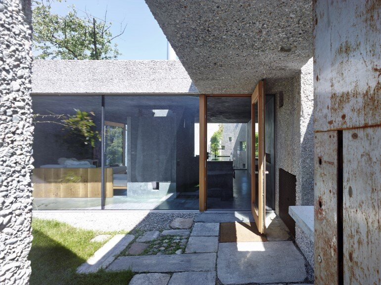 This House is Like an Archaic Stone Block in Middle of the Forest (9)