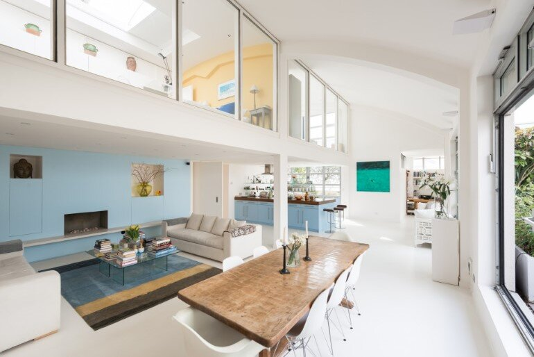 This London Penthouse Offers Double-Height Spaces and Extensive Terracing (1)