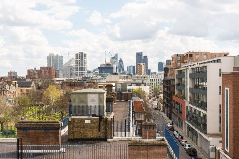 This London Penthouse Offers Double-Height Spaces and Extensive Terracing (4)