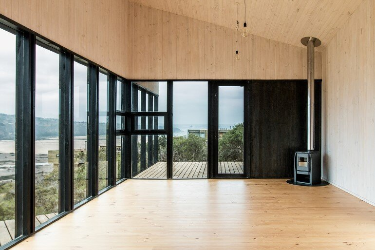 Wooden Beach House Integrated in a Spectacular Coastal Landscape (3)