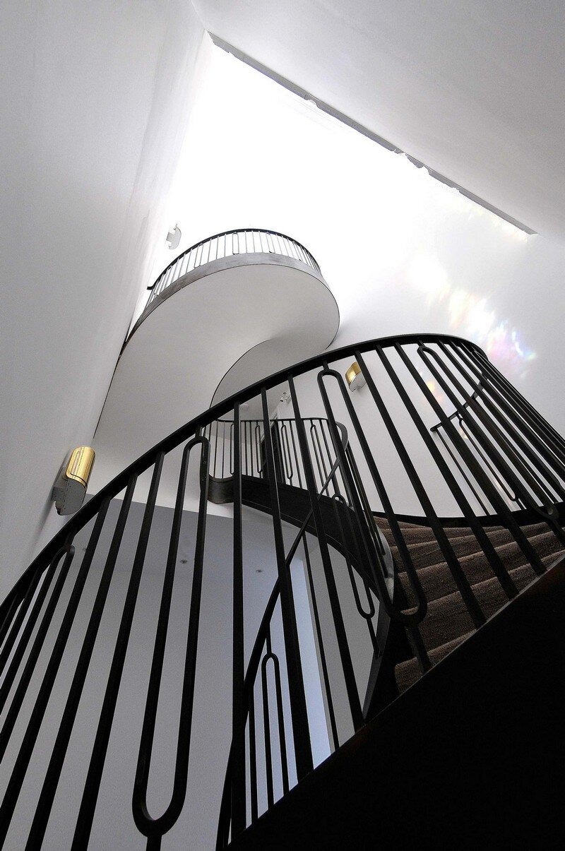 Cantilevered Helical Staircase with Gun Metal Finish (10)