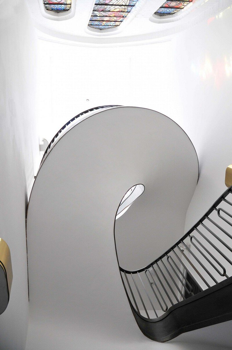 Cantilevered Helical Staircase with Gun Metal Finish (11)