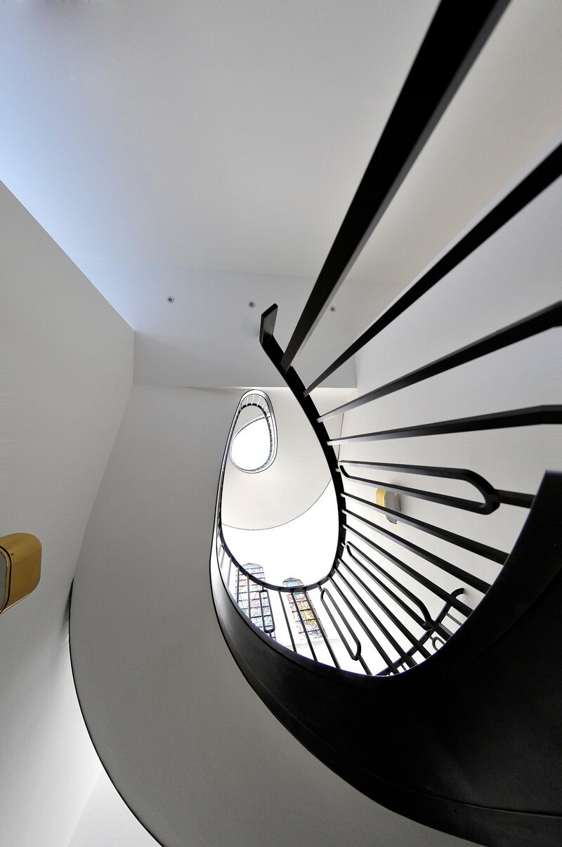 Cantilevered Helical Staircase with Gun Metal Finish (7)