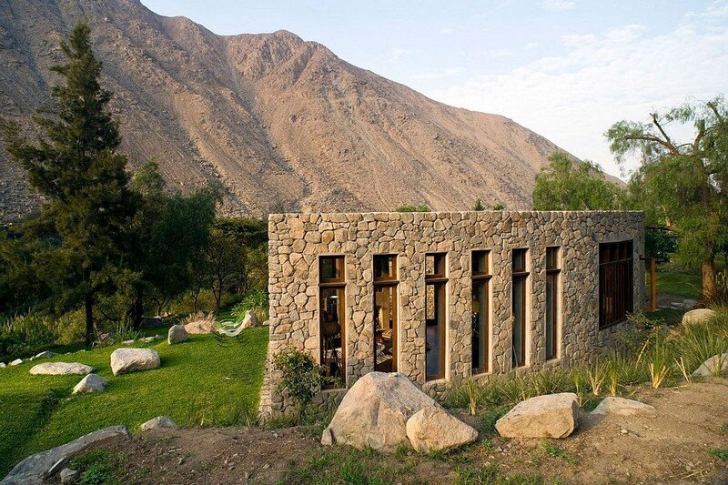 Chontay Stone House in Peru by Marina Vella Arquitectos (18)