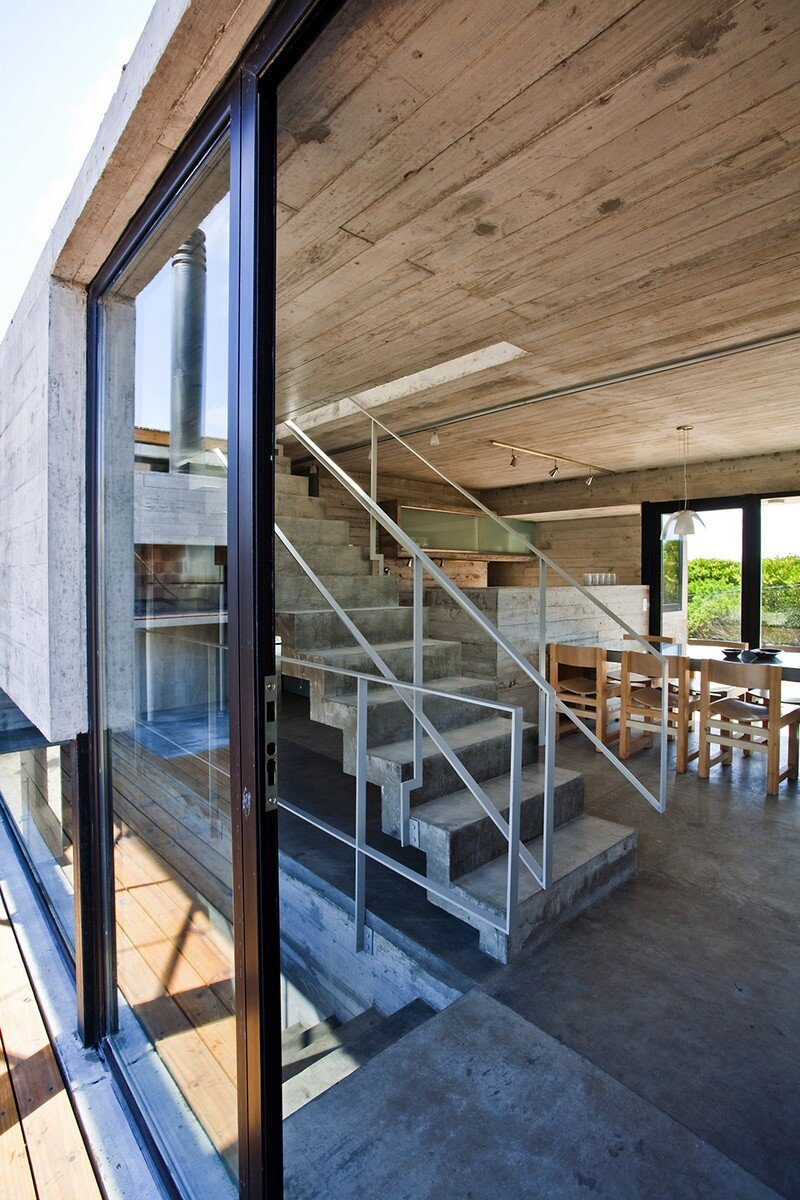 Concrete Beach House With Industrial Features (12)