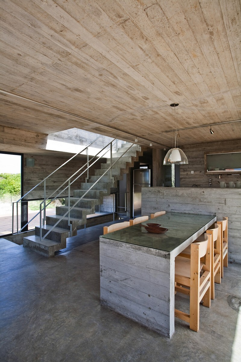 Concrete Beach House With Industrial Features (17)