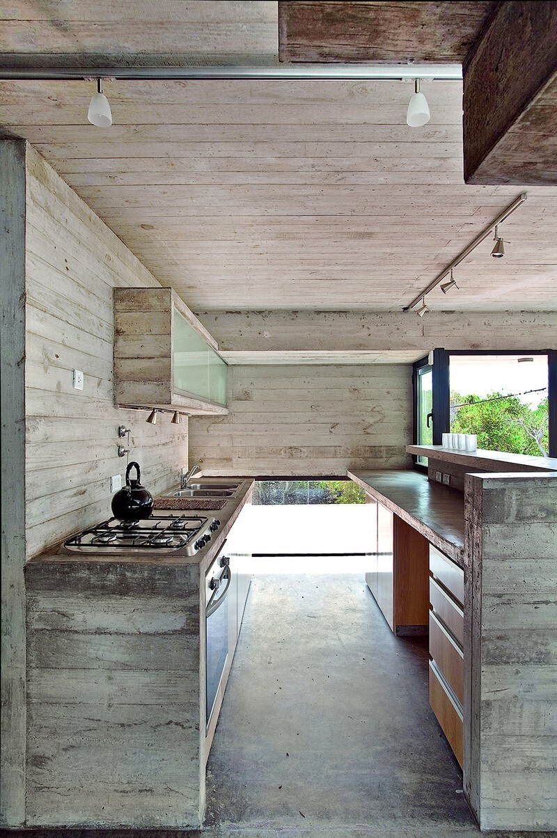 Concrete Beach House With Industrial Features (18)
