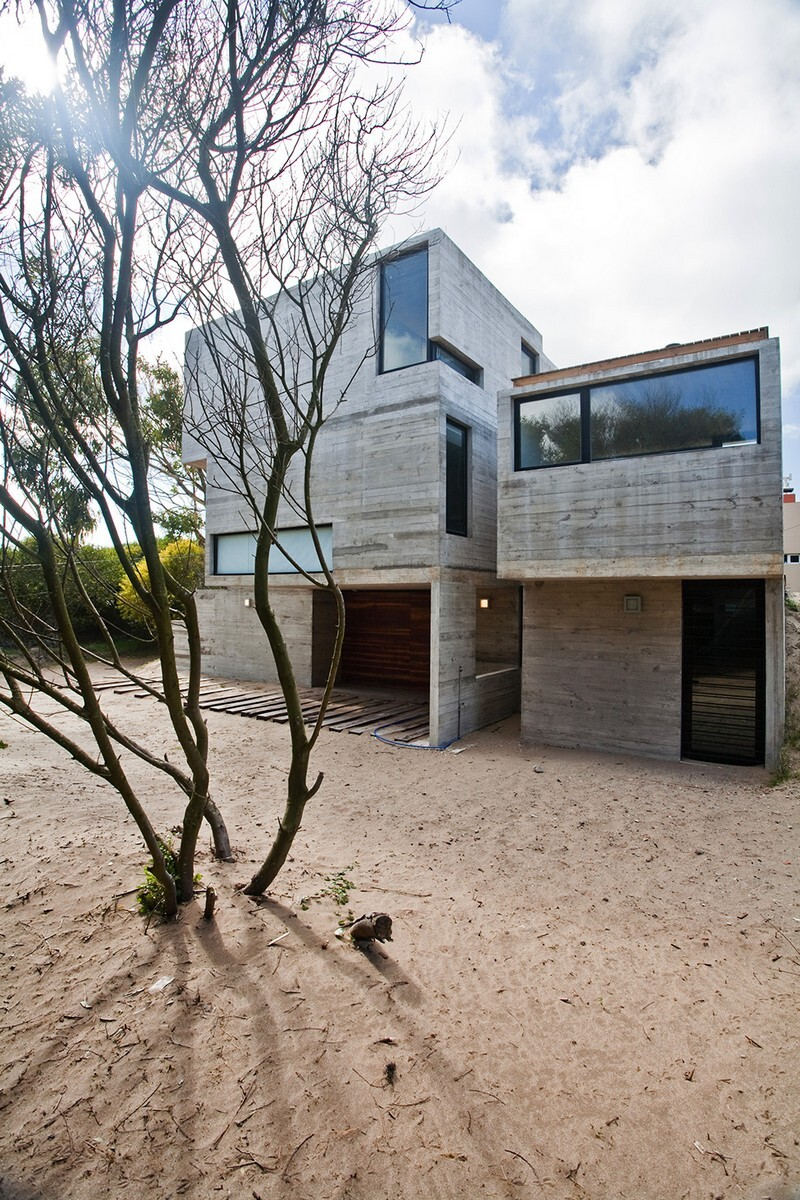 Concrete Beach House With Industrial Features (19)