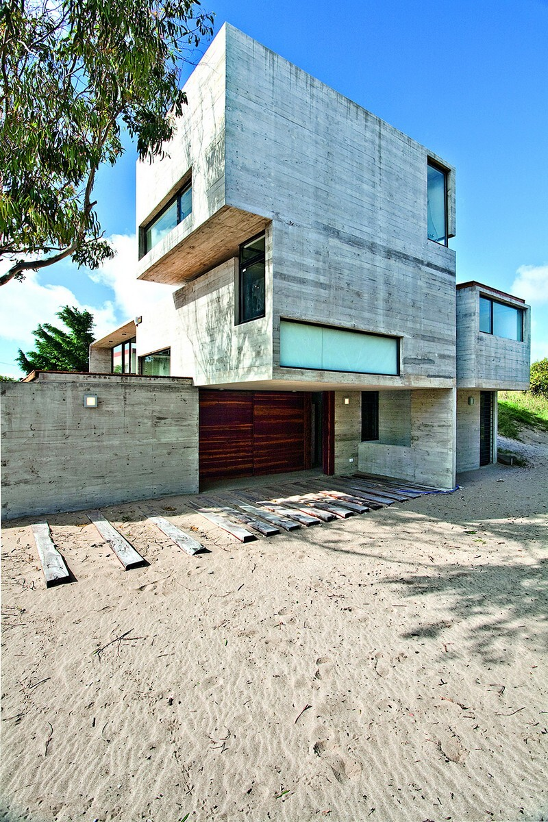 Concrete Beach House With Industrial Features (2)