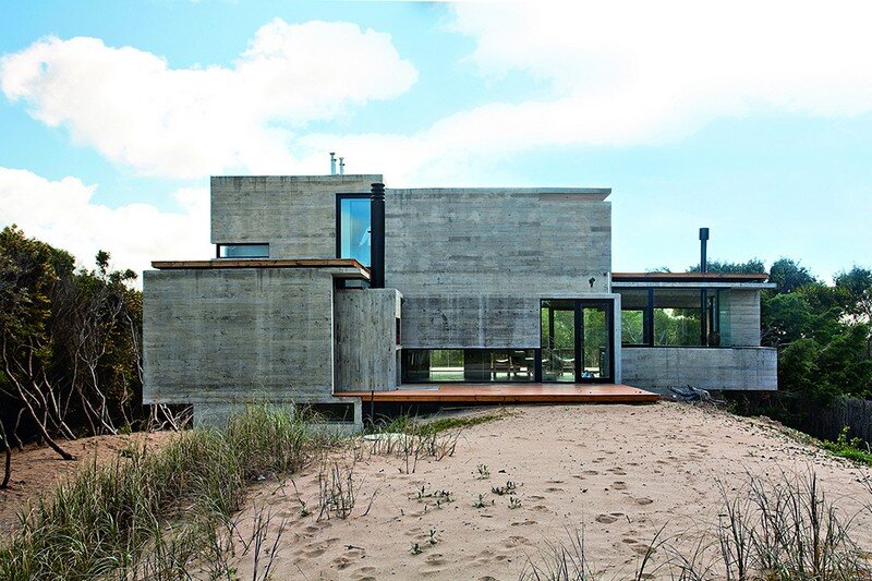 Concrete Beach House With Industrial Features (22)