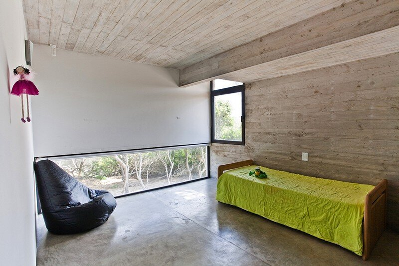 Concrete Beach House With Industrial Features (4)