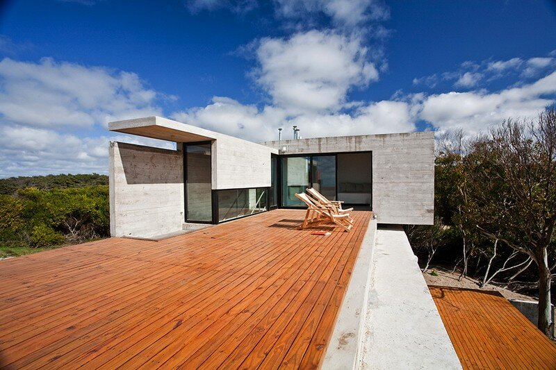 Concrete Beach House With Industrial Features (8)