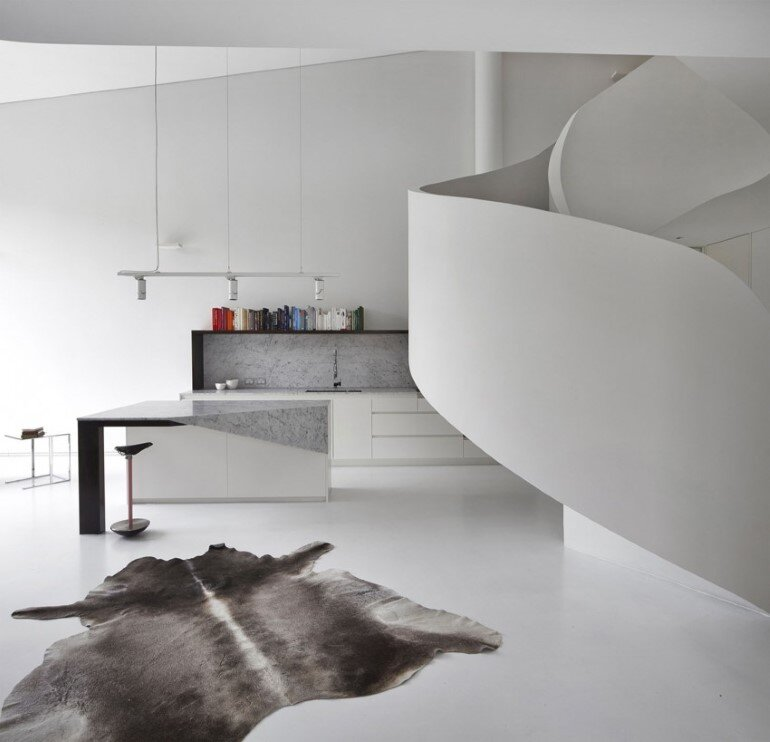 Dramatic Loft Apartment with Curvalicious White Interior (1)