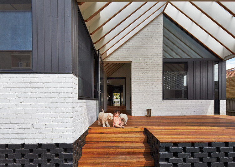 Hip and Gable House - Extension of a Californian Bungalow (2)