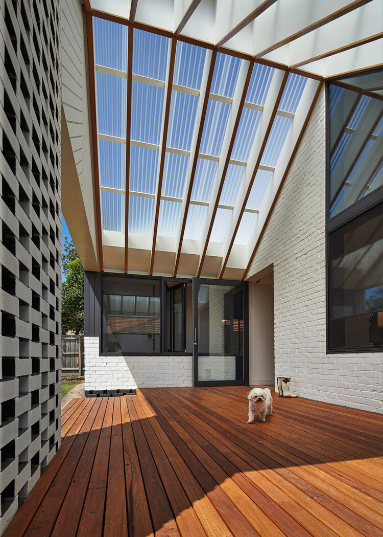 Hip and Gable House - Extension of a Californian Bungalow (3)