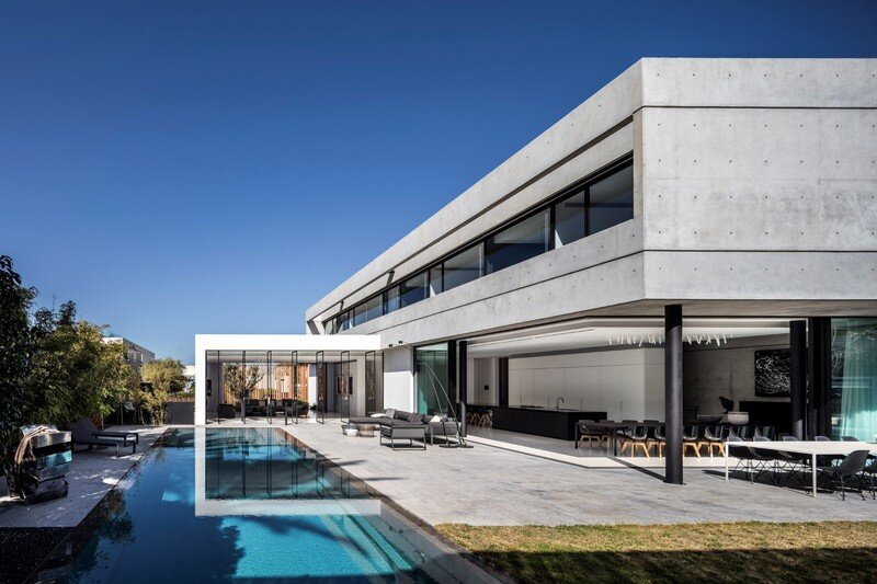 Modern Concrete Home With Spacious Interiors in Israel (1)