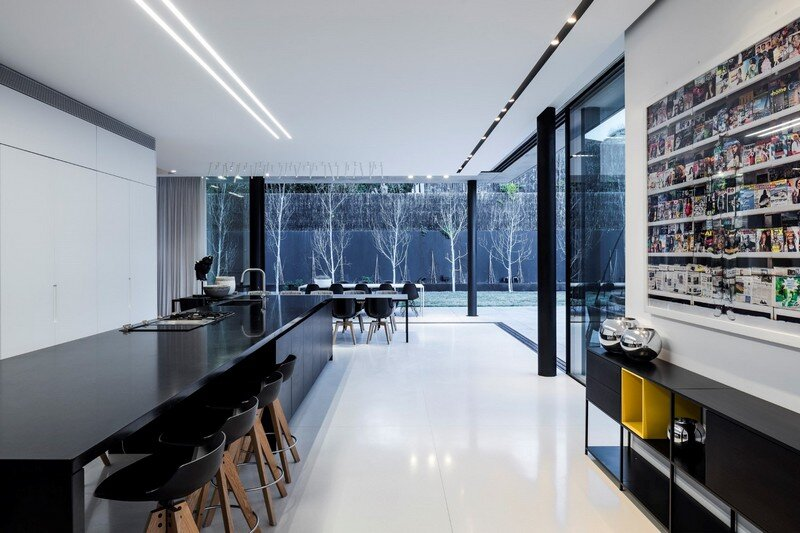 Modern Concrete Home With Spacious Interiors in Israel (5)