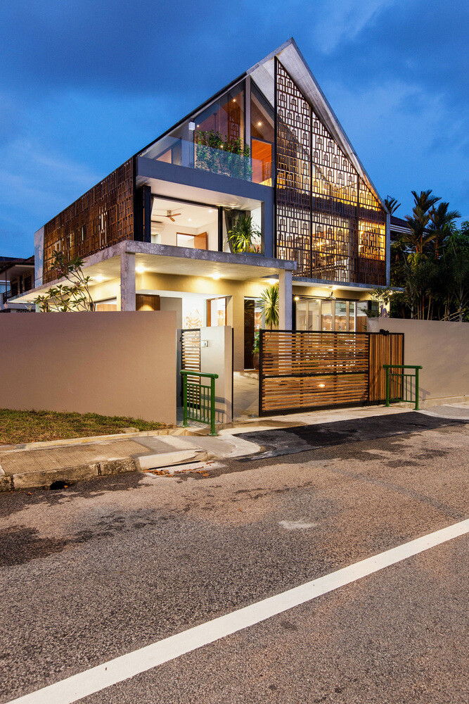 Reconstruction of a Small Bungalow House in Singapore (8)