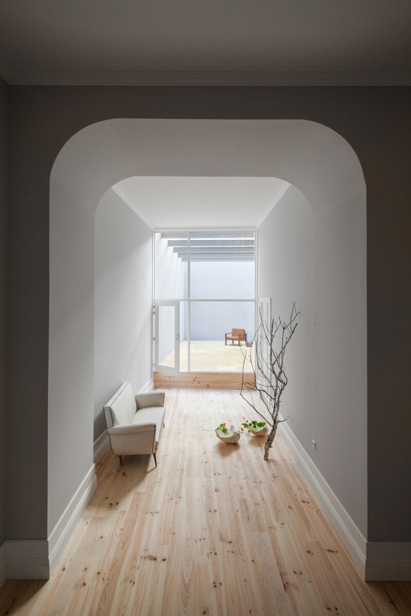 Santa Teresa Apartments - Conversion of a Early XIX Century House (15)