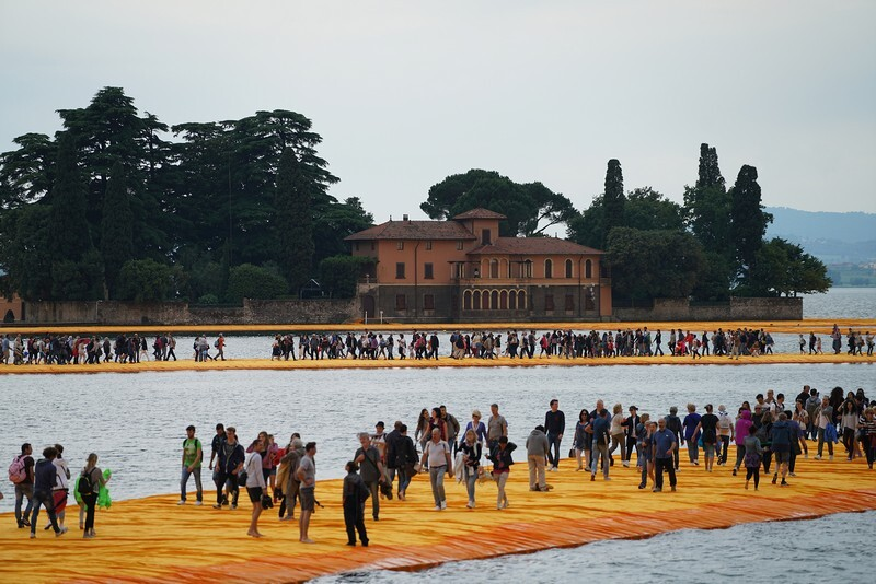 The Floating Piers - A 3 Kilometer-long Walkway Across the Water of Lake Iseo (13)