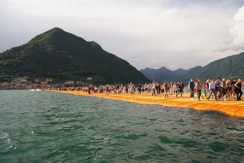 The Floating Piers - A 3 Kilometer-long Walkway Across the Water of Lake Iseo (2)