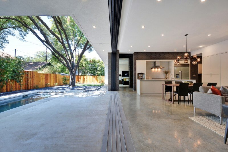 This Austin House Enables a Flexible Lifestyle (17)