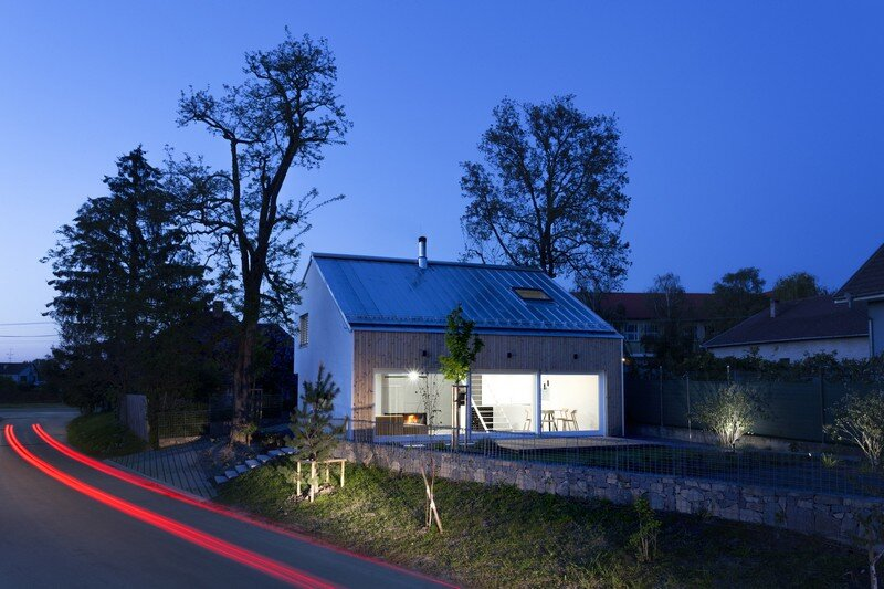 """Under the Calvary"" House Has Traditional Shape and Modern Interiors"