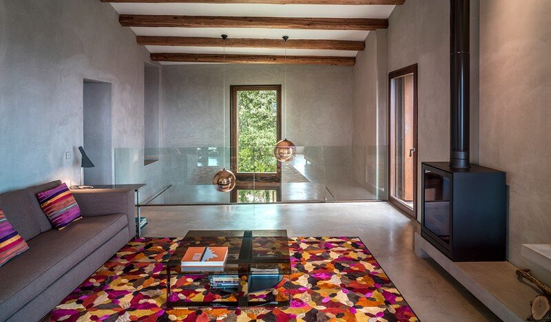 Gavarres Weekend Home - Spectacular Renovation of an Old Farmhouse (13)