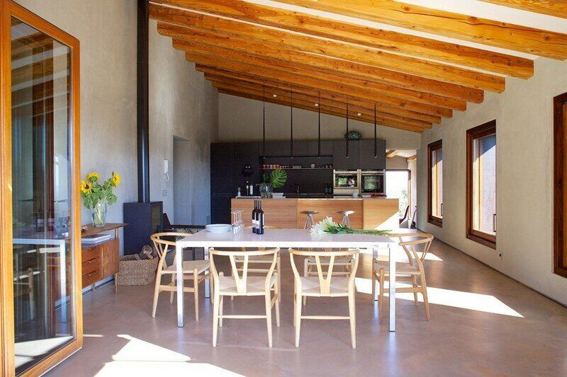 Gavarres Weekend Home - Spectacular Renovation of an Old Farmhouse (23)