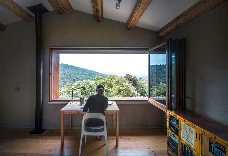 Gavarres Weekend Home - Spectacular Renovation of an Old Farmhouse (3)