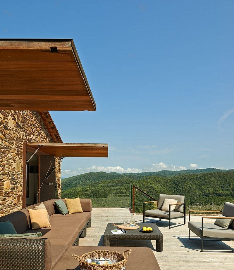 Gavarres Weekend Home - Spectacular Renovation of an Old Farmhouse (4)